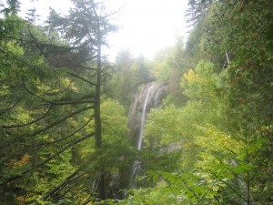 Rainbow Falls seen from Lost Lookout trail